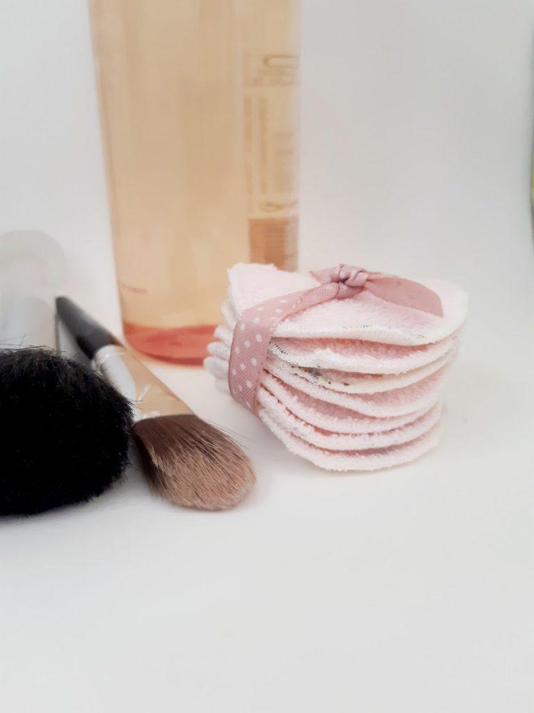 Kropki design make up remover pads